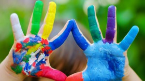 painted_colorful_hands-845x475